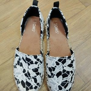 TOMS Slip on shoes Womens Size 6.5